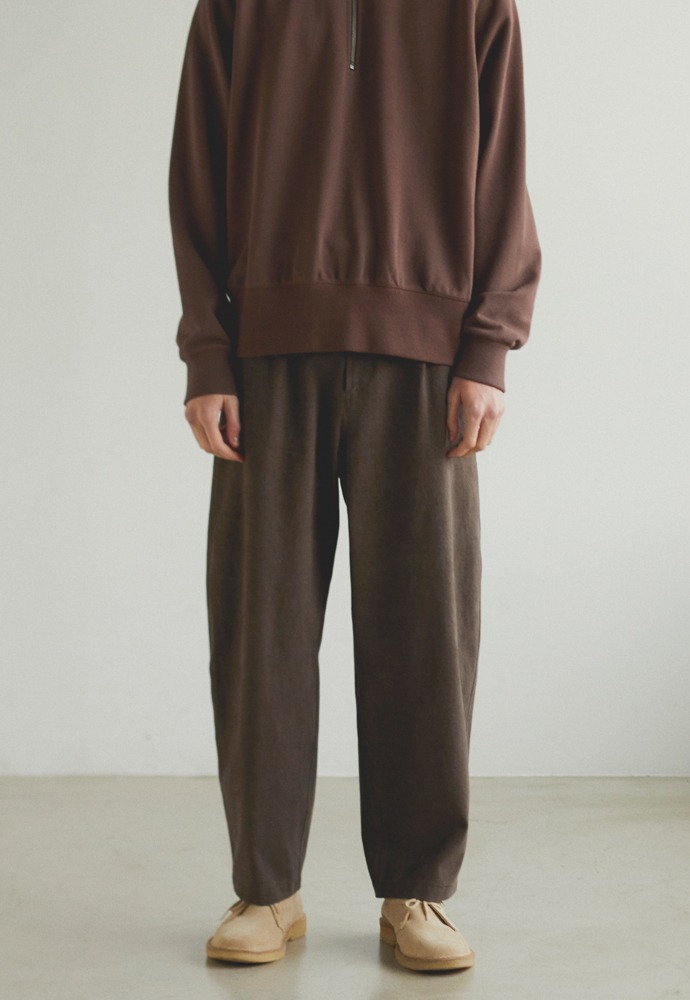 One Tuck Curve Pants_ Brown