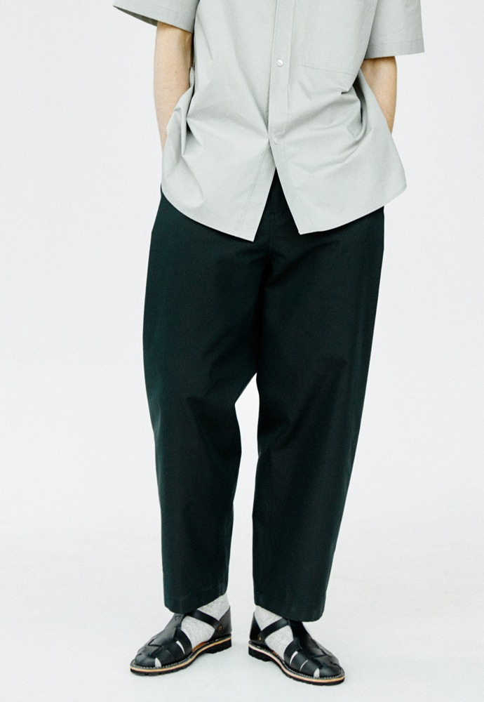 Side Tucked Pants_ Black
